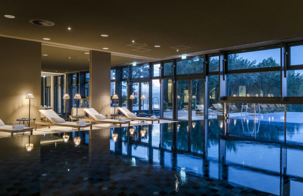 10 Kurztrips zu Design-Pools von 60 Euro bis 596 Euro - von ...