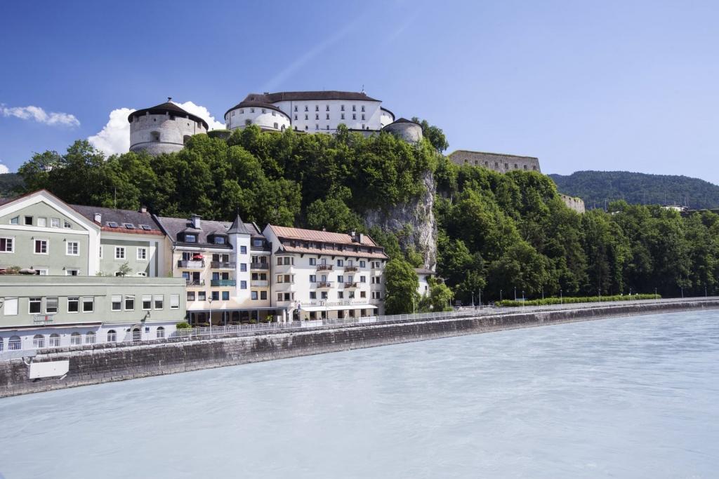 hotel am fluss Auracher Löchl